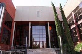 El cierre de edificios públicos de la Junta a las 17.00 horas obliga a modificar cinco órdenes y a derogar una sexta