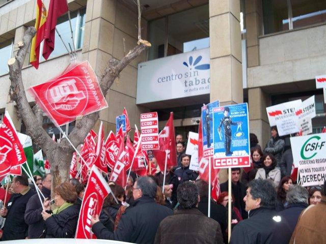 Concentración sindicatos a la puerta de la Consejería de Sanidad de Murcia