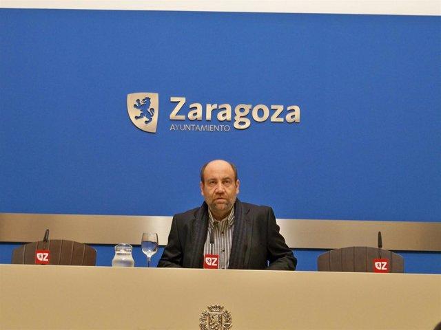 El portavoz del grupo municipal de IU en el Ayuntamiento de Zaragoza, José Manue