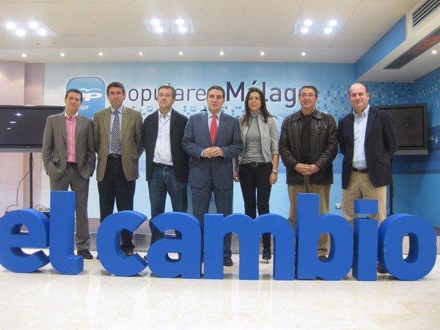 Bendodo, junto a algunos candidatos del PP en la provincia de Málaga
