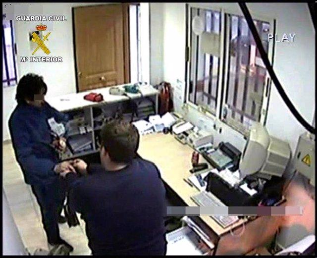 La Guardia Civil Detiene A Tres Personas Dedicadas A Cometer Robos Con Violencia
