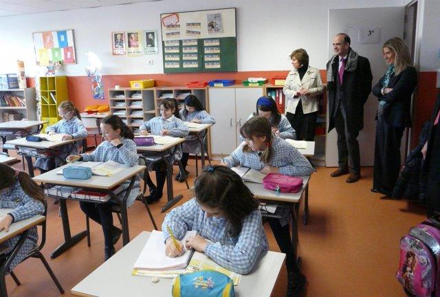 El consejero Alberto Catalán visita los centros de la asociación educativa Irabi