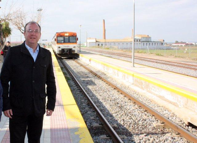 Fotos Del Presidente PP En Castuera, Donde Circula El Tren Mas Lento Del Mundo