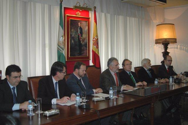 Representantes empresariales firman un manifiesto en pro del porcino ibérico.