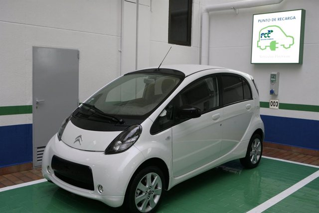 Nuevas plazas de aparcamiento para coches eléctricos de FCC