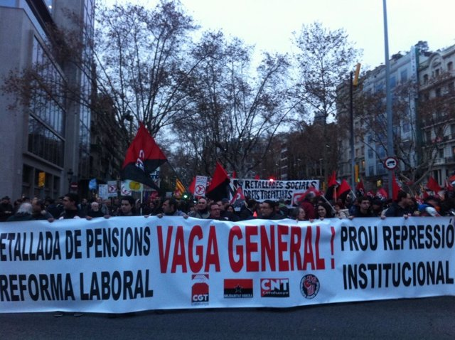 Manifestación en Barcelona por la huelga general de CGT
