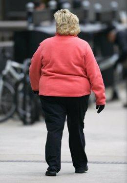 Una mujer con sobrepeso