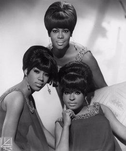 Las Marvelettes, arriba Gladys Horton, con Katherine Anderson y Wanda Young a iz