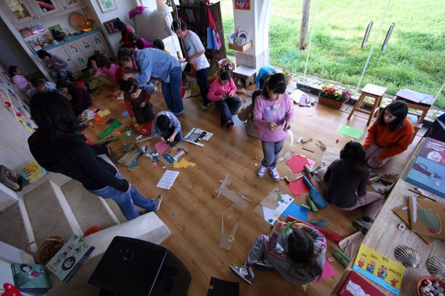 O LIBRO 'OS CONTOS DO CAMIÑO' RECOLLE ILUSTRACIÓNS DE RELATOS DA TRADICIÓN ORAL