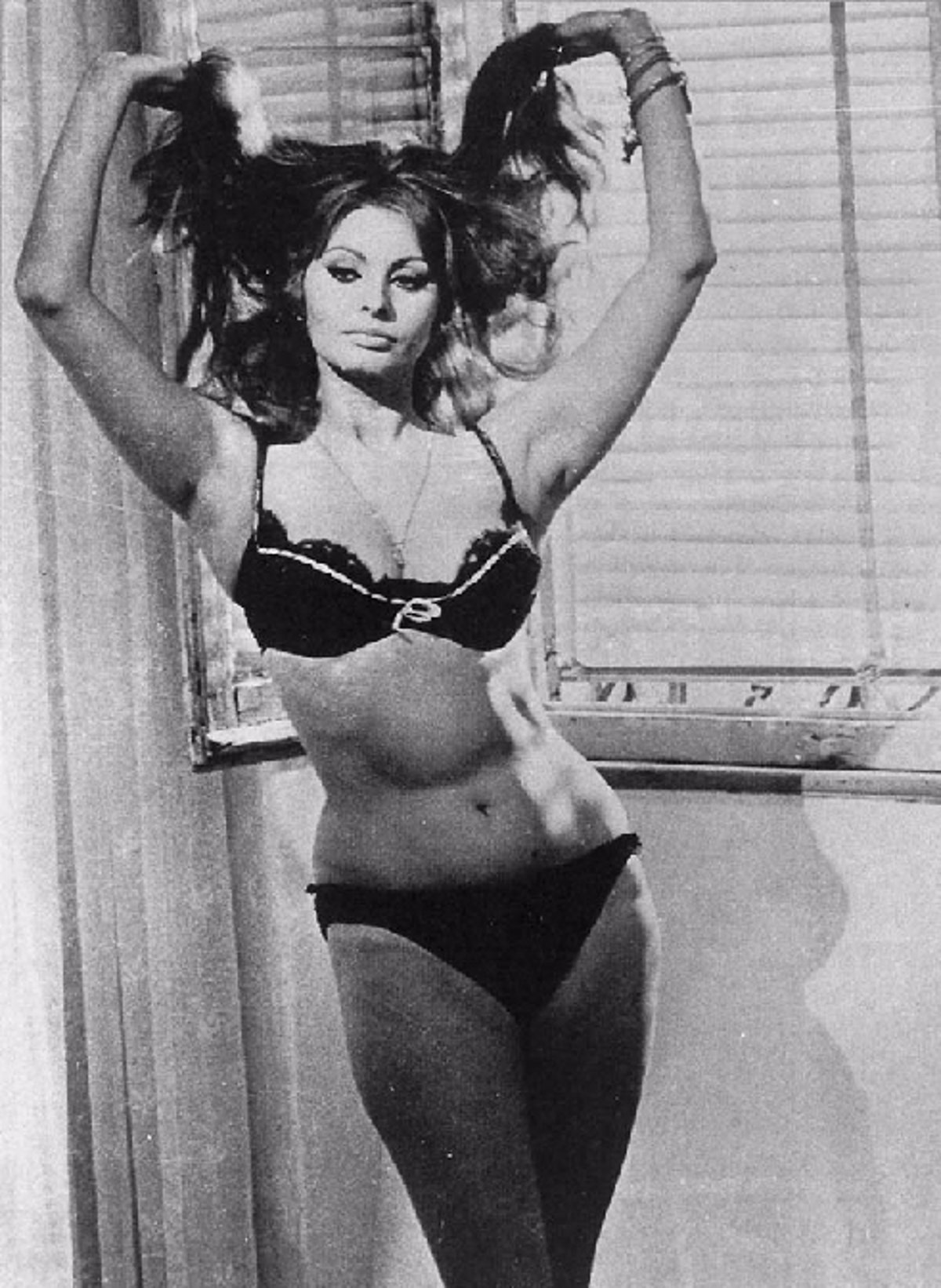 Sophia Loren Al Desnudo En Una Vida De Novela