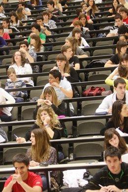 Un grupo de estudiantes durante uno de los exámenes.