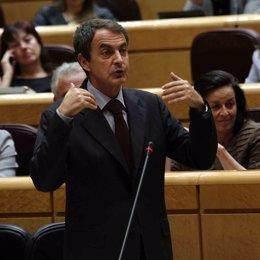 El presidente del Gobierno, José Luis Rodríguez Zapatero, en el Senado