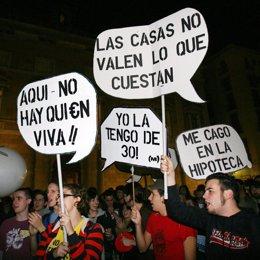jóvenes protestan en Barcelona por la hipoteca