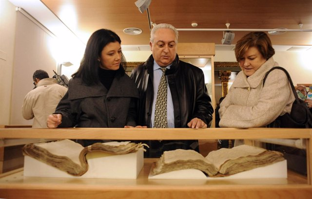 Silvia Caballer y Francesc Torres en el Arxiu del Regne
