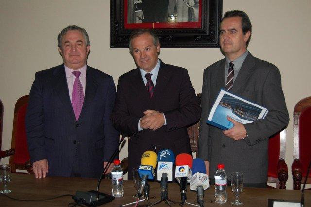 El presidente de la Diputación de Málaga, Salvador Pendón, el coordinador de la