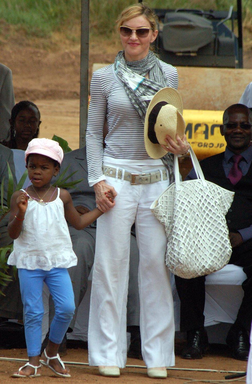 Madonna y su hija Mercy James
