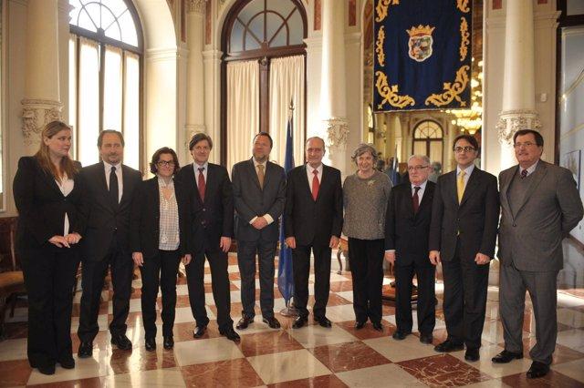 Sánchez Monteseirín y De la Torre en la firma de la Carta de Málaga