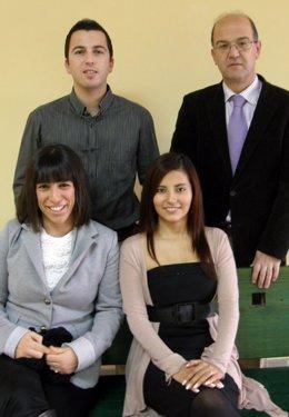 Finalistas cántabros del 'Beertual Challengue 2011' con el director del MBA de l