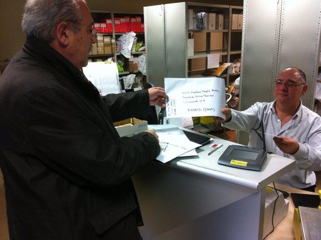 Ramón del Fresno, enviando su carta a Rajoy