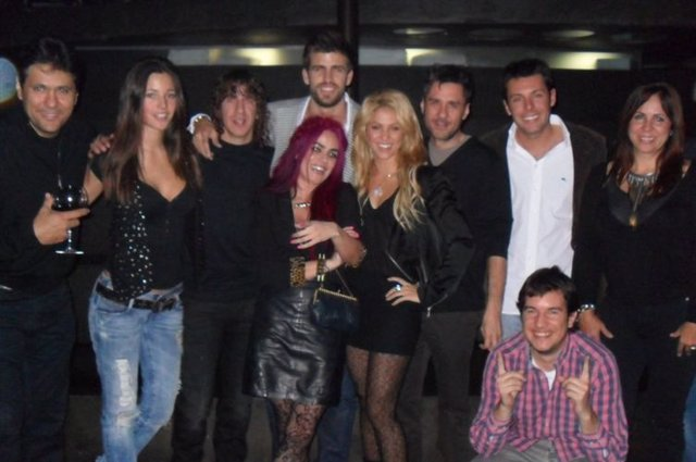 Piqué aparece en una fotografía con Shakira