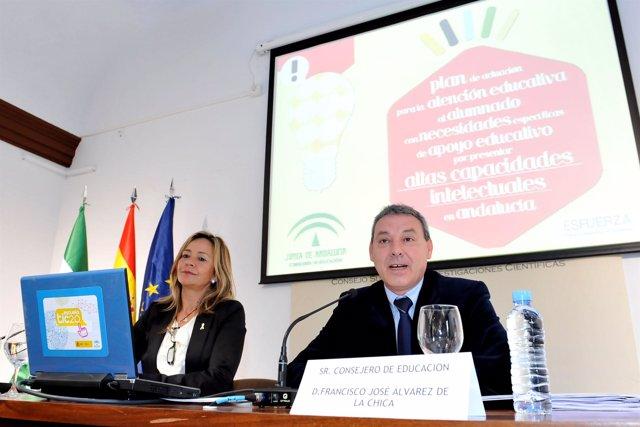 El consejero de Educación, Francisco Álvarez de la Chica, presenta el I Plan de