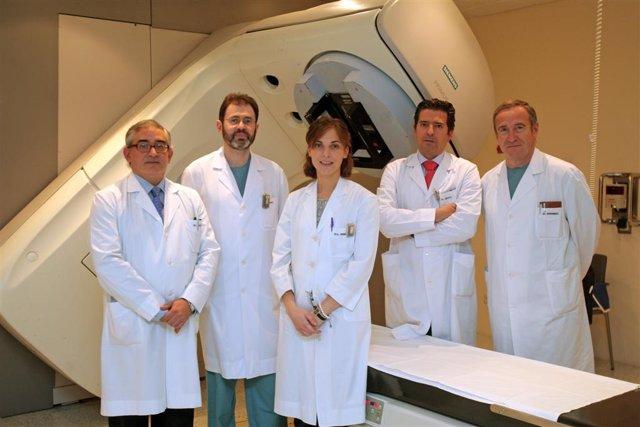 Los doctores Jesús Javier Sola (Anatomía Patológica), José Carlos Subtil (Endosc