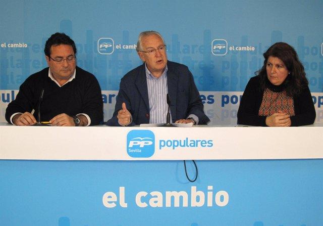 Raynaud y Alcocer en rueda de prensa.