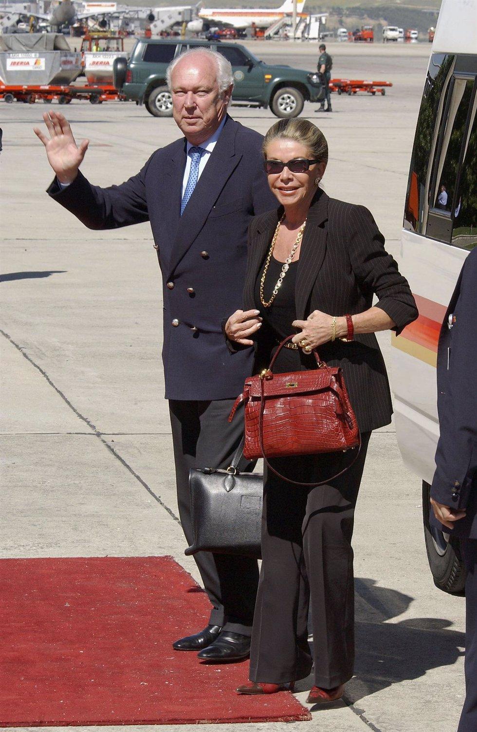 Duque Victor Manuel de Saboya en 2004 a su llegada a España en avión