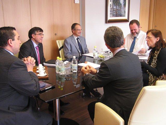 Fernando Bañolas, con representantes del Colegio de Dentistas