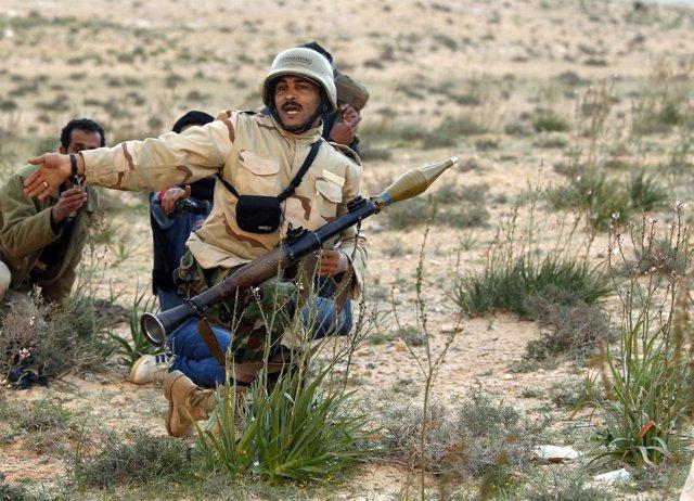 Ofensiva terrestre en Brega (ciudad de Libia) de las tropas de Gadafi