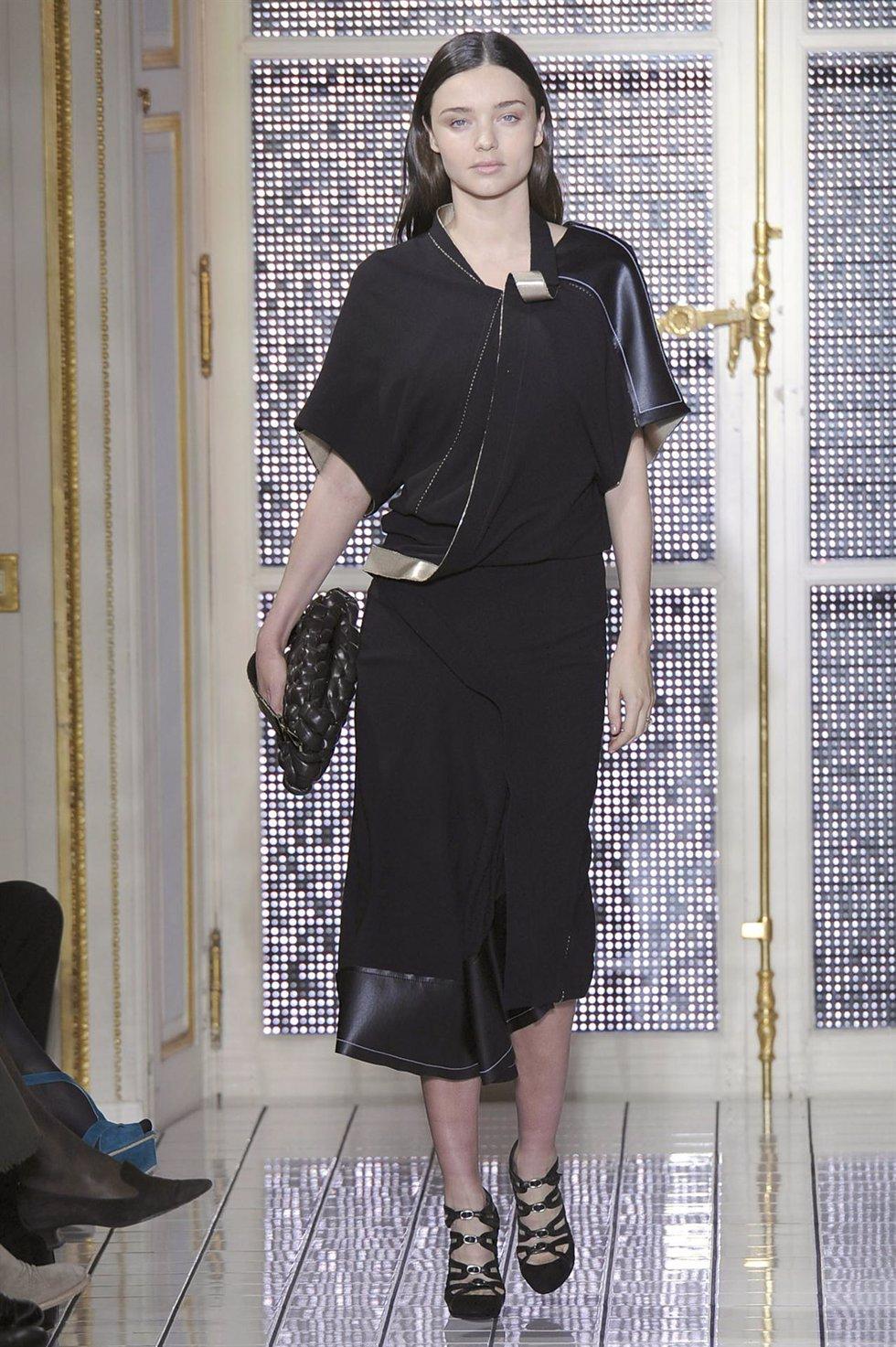 Miranda Kerr en la Paris Fashion Week de 2011