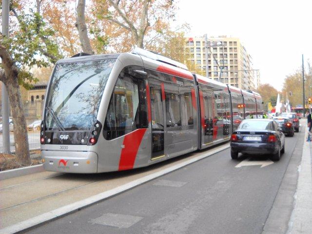 Tranvía en Gran Vía en Zaragoza