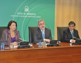 El consejero de Economía con representantes del BEI y BBVA