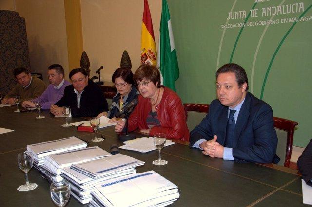 La consejera de Obras Públicas y Vivienda, Josefina Cruz, en la reunión con alca