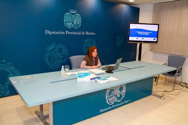 La diputada de Medio Ambiente, María José Cortil, en rueda de prensa
