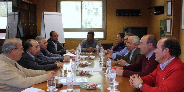 José Cejudo, en un encuentro con representantes sindicales de Foret.