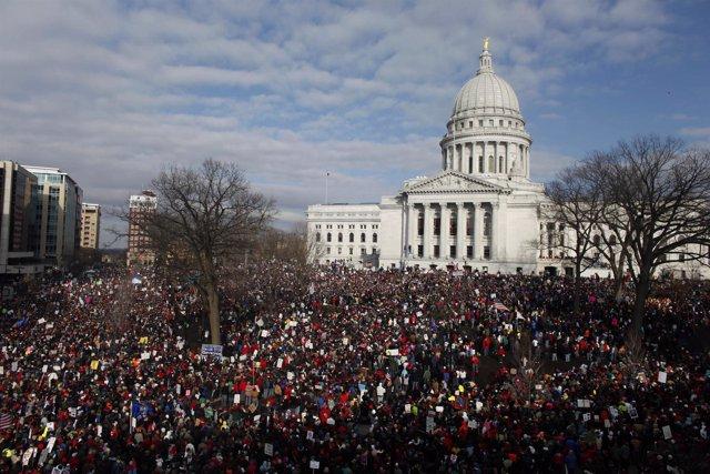 Protestas en el Capitolio del estado de Wisconsin para protestar contra la ley q