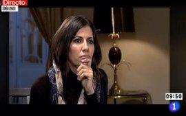 Ana Pastor acaba sin velo su entrevista a Ahmadineyad