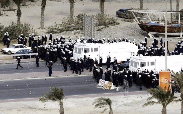 Ejército desaloja a los manifestantes en Bahréin