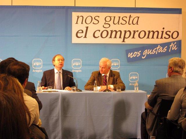 García-Escudero y Eloy Suárez en el acto con empresarios en Zaragoza