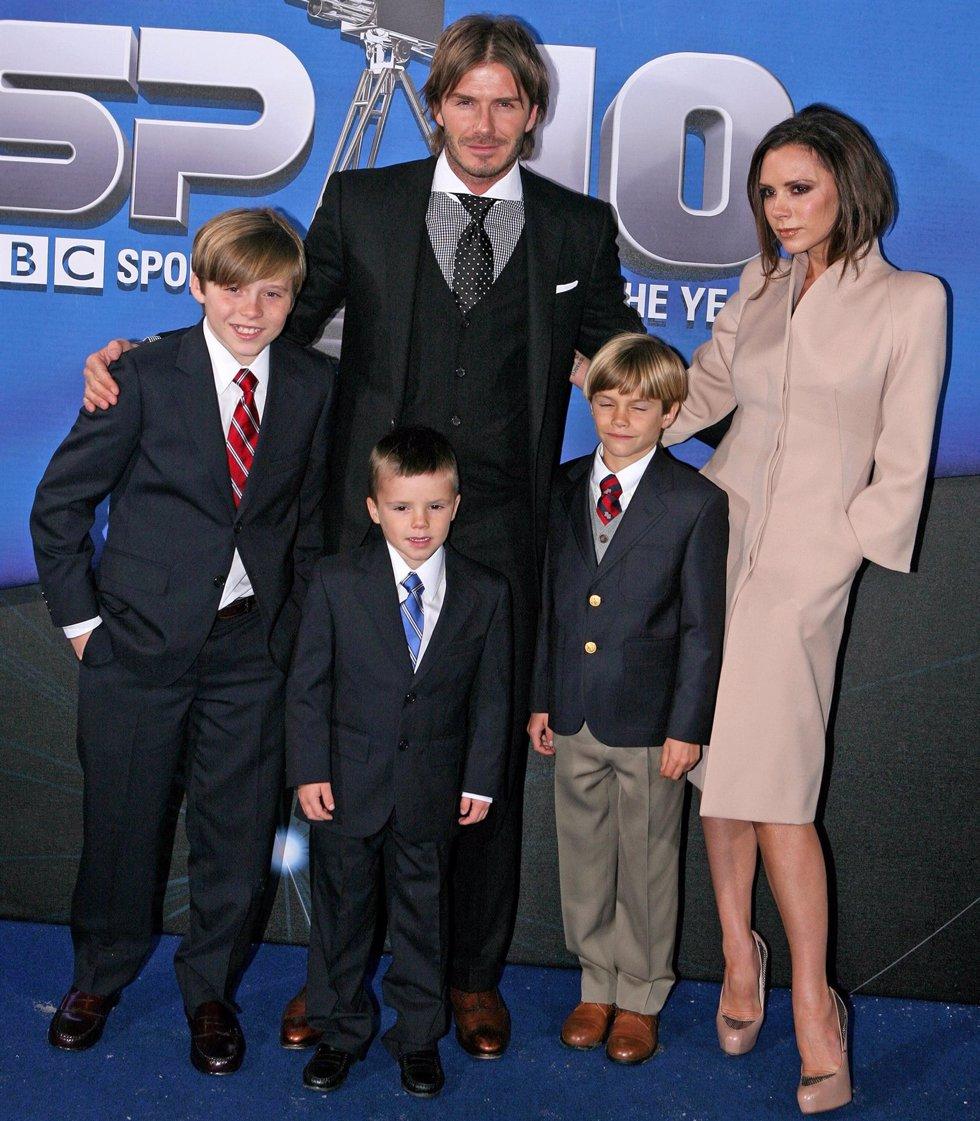 David y Victoria Beckham con sus hijos Brooklyn, Romeo y Cruz
