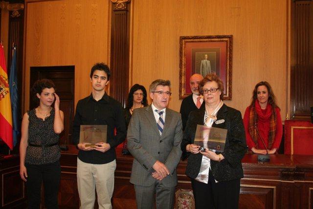 Los galardonados, con el alcalde