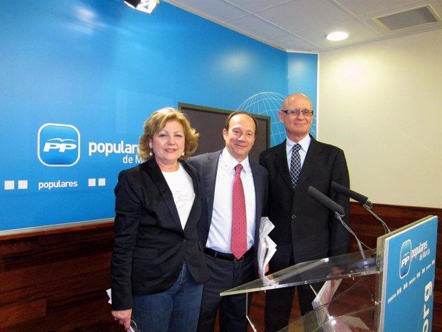 Bolarín, Moya-Angeler y Coronado, durante la rueda de prensa