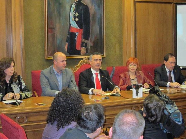 La presidenta de la Autoridad Portuaria de Almería, Trinidad Cabeo, el alcalde d