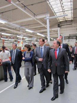 El conseller F.X.Mena visita el taller de formazión de Seat en la Zona Franca