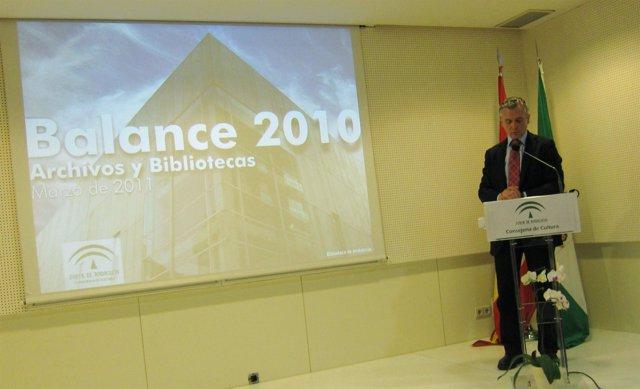 El consejero de Cultura presenta el balance de las actividades de los archivos y