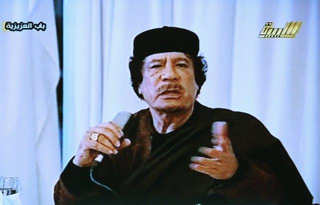 Muamar Gadafi en una nueva intervención televisiva