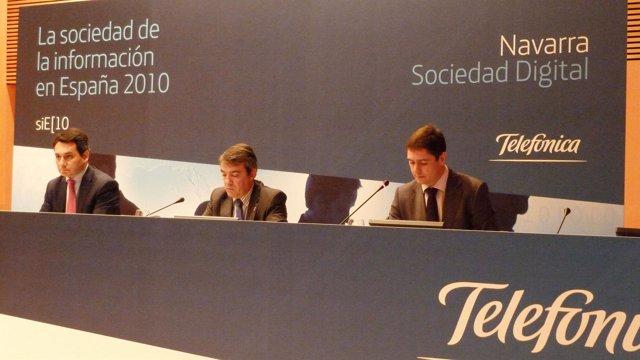 De izda a dcha, Antonio Bengoa, director de Relaciones Sectoriales y Territorial