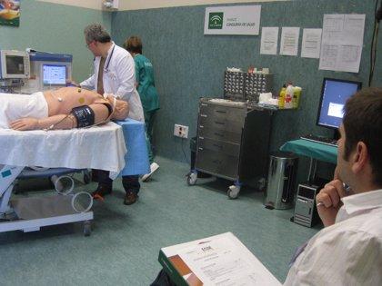 Andalucía.-Salud evalúa en Granada a más de una treintena de médicos residentes sobre sus conocimientos de anestesia