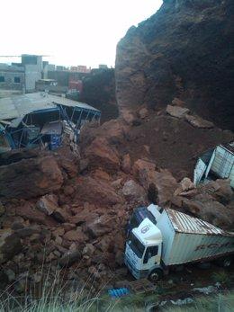 El Consorcio De Bomberos De Tenerife Interviene En El Derrumbe De La Montaña De